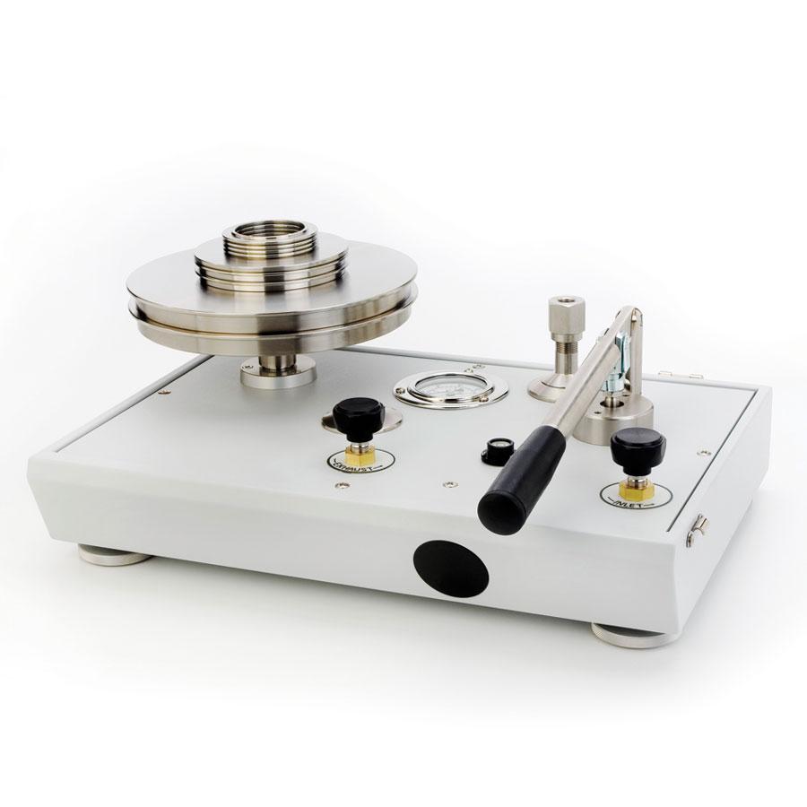 Piestový tlakomer P3000 s pumpou