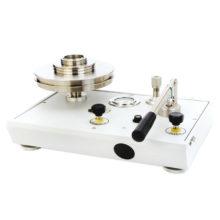 Plynové piestové tlakomery rady P3000