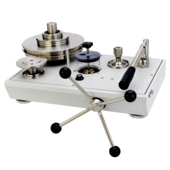 Kvapalinový piestový tlakomer P3200