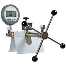 Stolné pumpy a porovnávacie lisy FLUKE Calibration